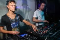 Play Techno